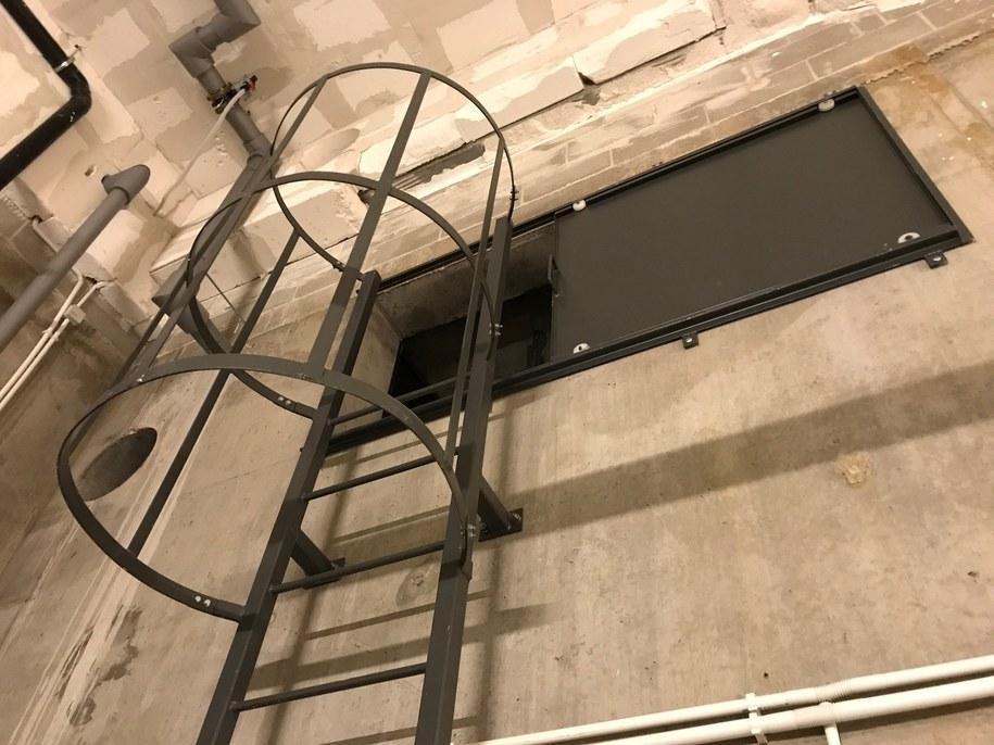 4 potężne zbiorniki zmieścić mogą ponad 3000 metrów sześciennych wody. By je zobaczyć, trzeba wspiąć się po specjalnej drabinie /Kuba Kaługa /RMF FM