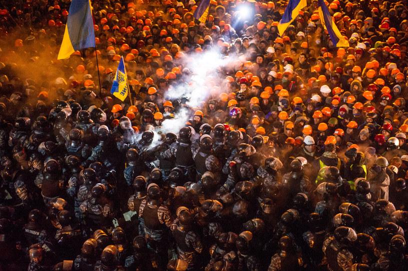 4 tys. osób zgłosiło się do oddziałów samoobrony Majdanu /AFP