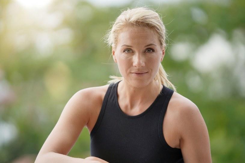 40 podskoków dziennie zapobiega osteoporozie /123RF/PICSEL