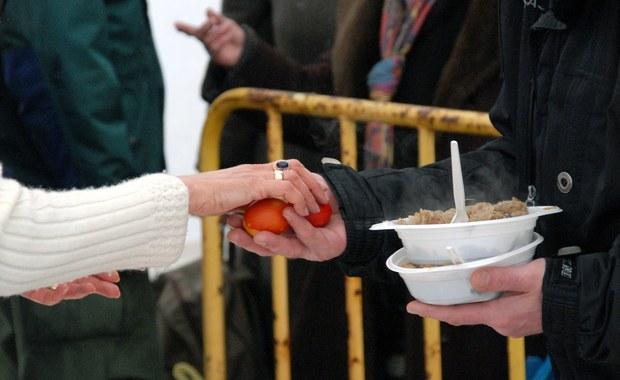 400 kg bigosu, niemal 2 tys. jaj. W Gdańsku odbyło się wielkanocne śniadanie dla bezdomnych