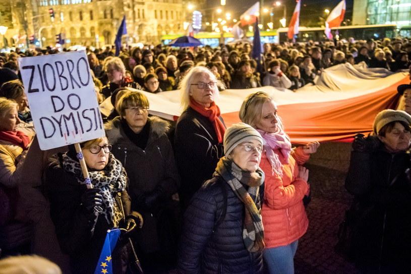 """400 osób wzięło udział """"Łańcuchu Światła"""" – proteście ws. reformy sądownictwa /Marek Lapis /Agencja FORUM"""