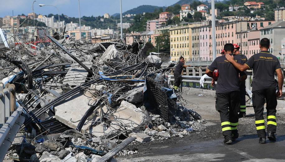 41 ofiar katastrofy w Genui. Pod gruzami znaleziono ciała trzyosobowej rodziny /LUCA ZENNARO /PAP/EPA