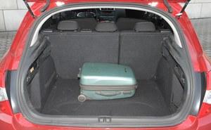 410 l: dobry wynik, regularny kształt podłogi i dzielona kanapa. Na równi z większością rywali. /Motor