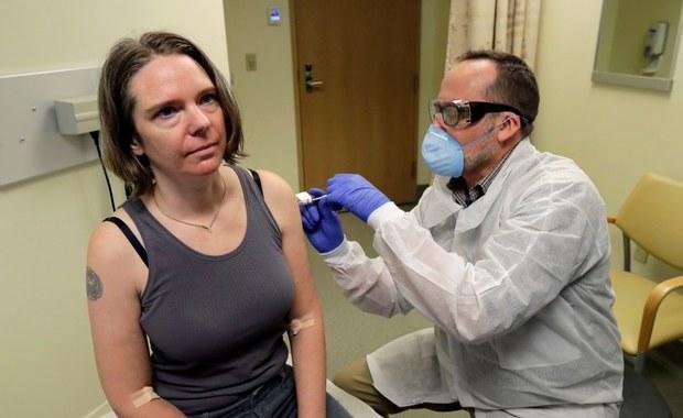 43-letnia matka pierwszą osobą, której podano testowaną szczepionkę na koronawirusa