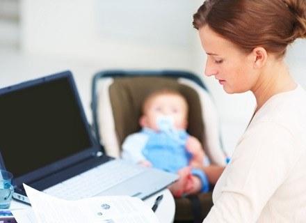 44% Polaków uważa, że wychowanie dzieci nie wpływa na możliwości zawodowe kobiet /© Panthermedia