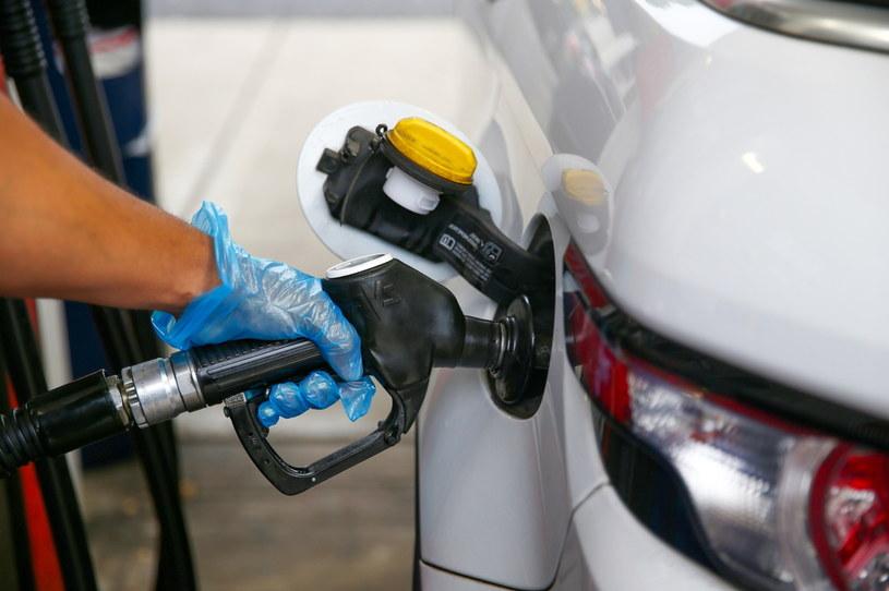 45-letni Brytyjczyk regularnie dewastował dystrybutory na stacjach benzynowych tylko po to, by zaspokoić pragnienie benzyną. W końcu nałożono na niego sądowy zakaz zbliżania się do stacji benzynowych /HOLLIE ADAMS /Getty Images