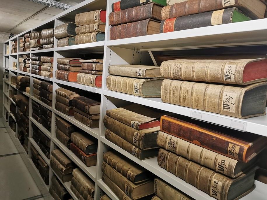 450 tys. woluminów zmieniło adres i jest już w nowej Bibliotece Archidiecezjalnej na Ostrowie Tumskim /ks. Rafał Kowalski /