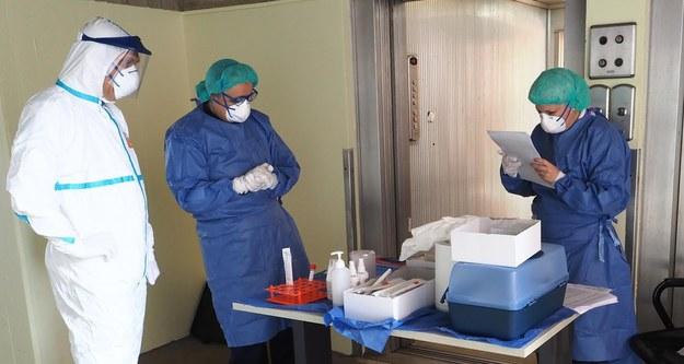 475 osób zakażonych koronawirusem zmarło w ciągu doby we Włoszech /GIORGIO BENVENUTI /PAP/EPA