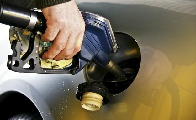 5,60 zł za litr bezołowiowej 95 i 5,76 zł za litr oleju napędowego - takie sa ceny paliw w Polsce... /© Panthermedia