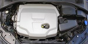 5-cylindrowy Diesel D5 - ideał, ale ma wadę - pasek osprzętu może wpaść w rozrząd. (kliknij, żeby powiększyć) /Motor