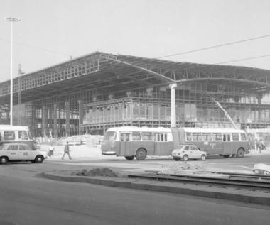5 grudnia 1975 r. Otwarto Dworzec Centralny w Warszawie