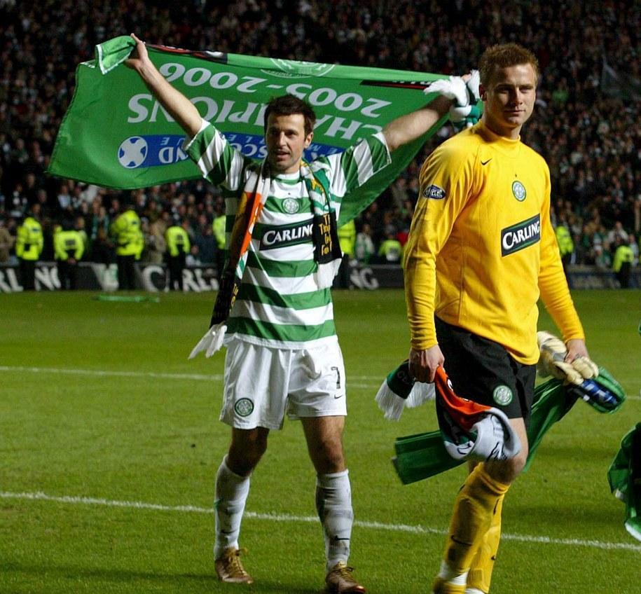 5 kwietnia 2006. Celtic Glasgow wygrał z Hearts 1:0 i po raz 40. sięgnął po tytuł piłkarskiego mistrza Szkocji. Na zdjęciu: Maciej Żurawski i Artur Boruc /IAN STEWART /PAP/EPA