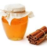 5 przepisów na cudowne leki z cynamonem i miodem