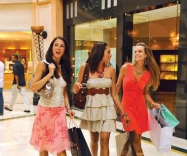5 typów ubrań, które warto kupować w większym rozmiarze