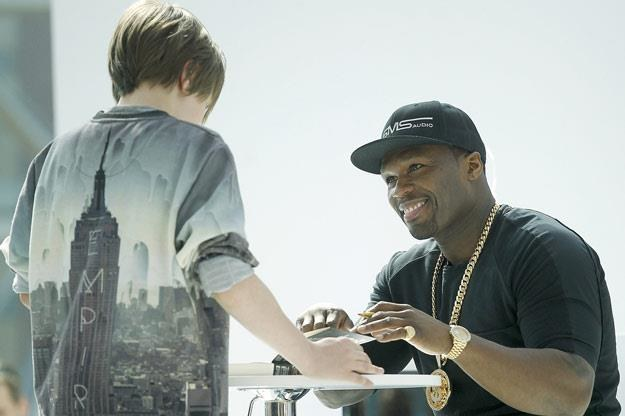 50 Cent z młodym fanem w Warszawie /AKPA