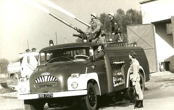 Sprzęt gaśniczy Lotniskowej Służby Gaśniczo-Ratowniczej - lata 80. Fot. Piotr Fyda