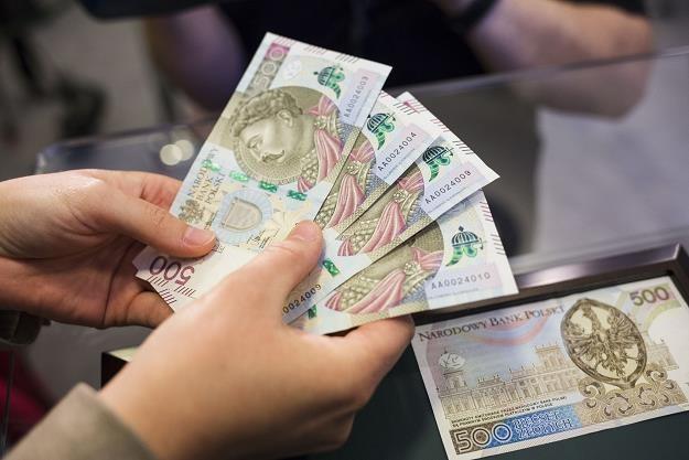 500 plus będzie można dostać w jednym banknocie /fot. Andrzej Hulimka /Reporter
