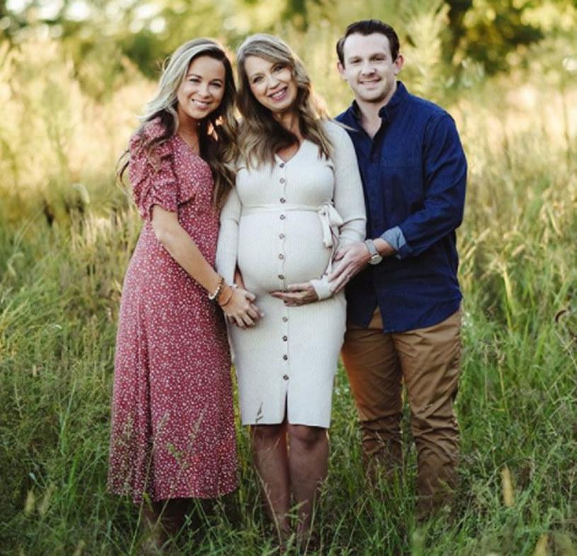 51-letnia Julie Loving urodziła swoją wnuczkę. Kobieta była surogatką dla 29-letniej córki Breanny Lockwood /Instagram /