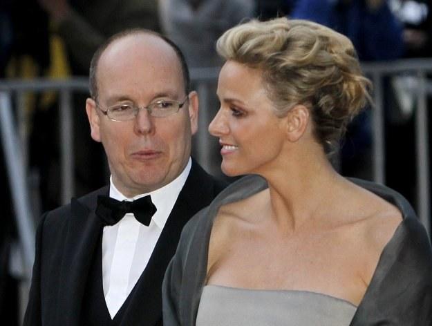 52-letni Albert zawsze otaczał się pięknymi kobietami. Tu z narzeczoną /AFP