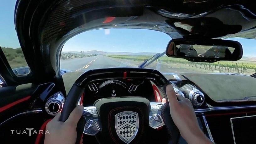 533 km/h na publicznej drodze, najszybszym hipersamochodem świata [FILM] /Geekweek