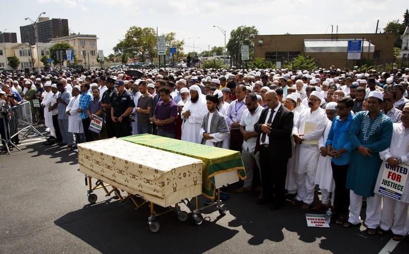 55-letni imam Maulama Akondżee i jego 64-letni pomocnik Tharam Uddin zostali zabici w rejonie Ozone Park, w Queens /JUSTIN LANE /PAP/EPA