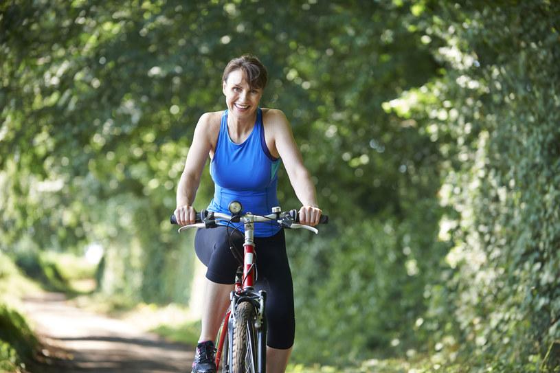 57 proc. ankietowanych deklaruje, że jeździ na rowerze częściej niż raz w tygodniu /123RF/PICSEL