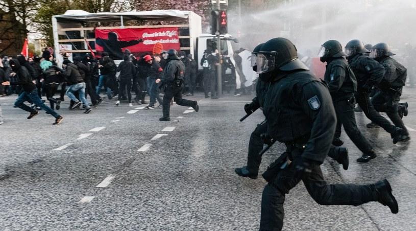 59 policjantów rannych podczas zajść 1 maja w Berlinie /PAP/EPA