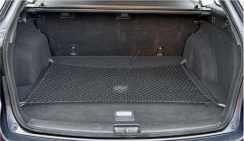 """""""6"""" kombi: regularny kształt przestrzeni bagażowej, praktyczna siatka na drobiazgi i niski próg załadunkowy. /Motor"""