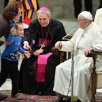 6-latek zakłócił audiencję generalną. Papież: Niech się bawi!