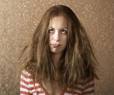 6 sposobów na ujarzmienie puszących się włosów