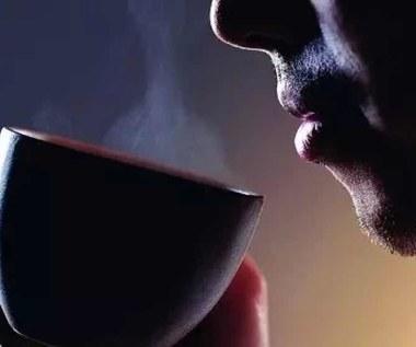 6 zalet picia gorącej wody