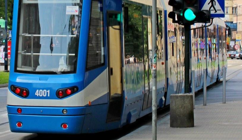 61-latek wypadł z jadącego tramwaju (zdj. ilustracyjne) /123RF/PICSEL