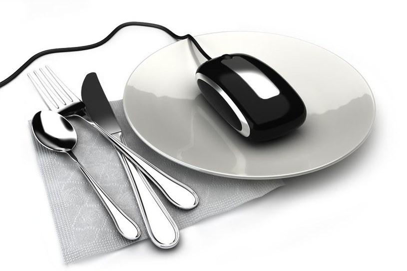 64 procent Polaków zamawia jedzenie z dostawą do domu. /123RF/PICSEL