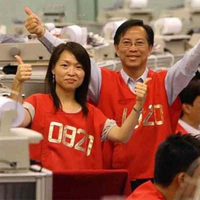 66,7 proc. pracujących Japończyków poświęcało pracy więcej niż 40 godzin tygodniowo /AFP