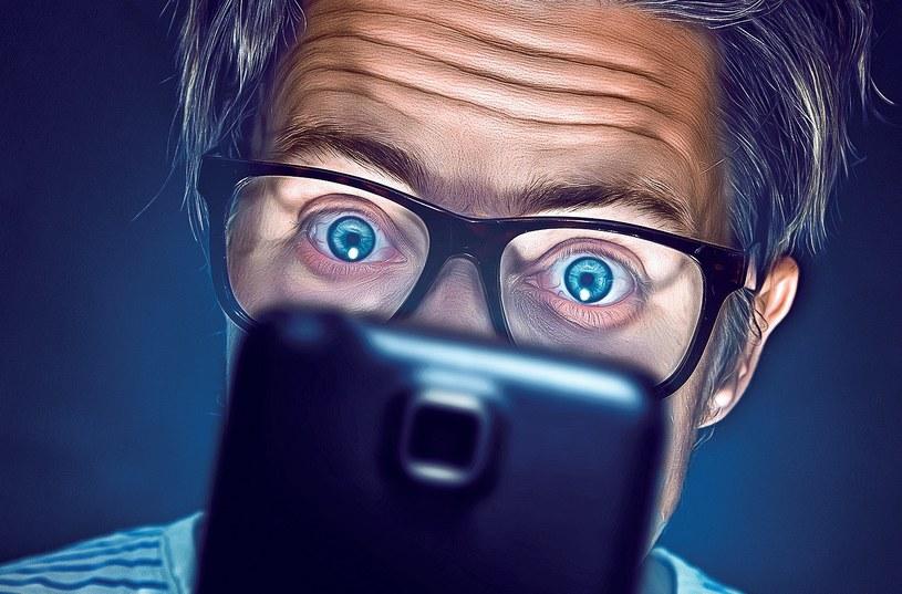 67 procent użytkowników sprawdza telefon nawet, gdy nie pojawiają się tam komunikaty /123RF/PICSEL