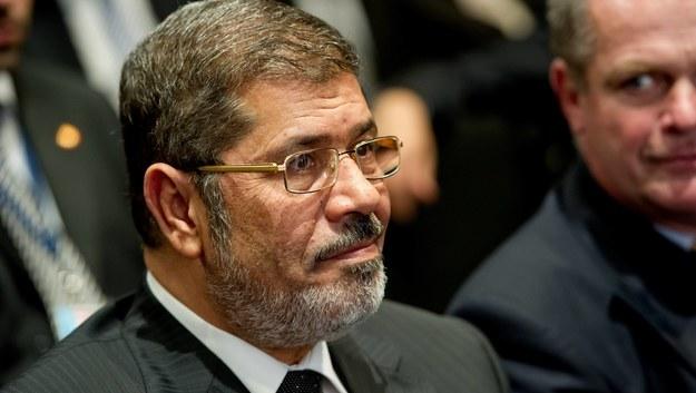 68-letni Mursi, pierwszy demokratycznie wybrany egipski prezydent, był sądzony pod zarzutami szpiegostwa /SVEN HOPPE /PAP/EPA