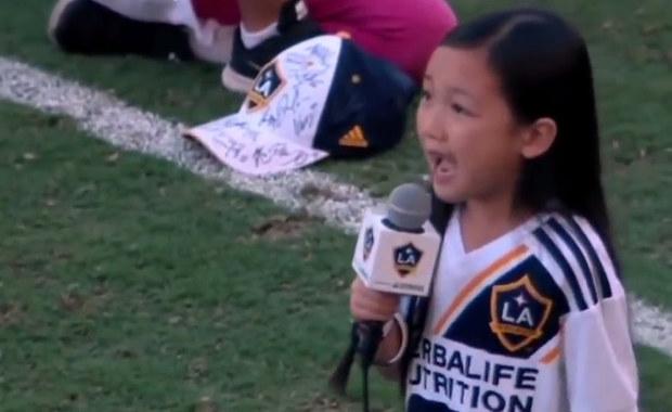 7-latka śpiewa amerykański hymn i podbija sieć!