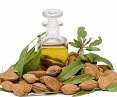 7 niezwykłych korzyści oleju migdałowego dla naszej skóry