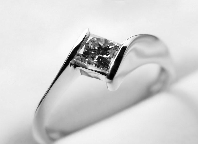 7 Zasad Jak Kupić Pierścionek Zaręczynowy Kobieta W Interiapl