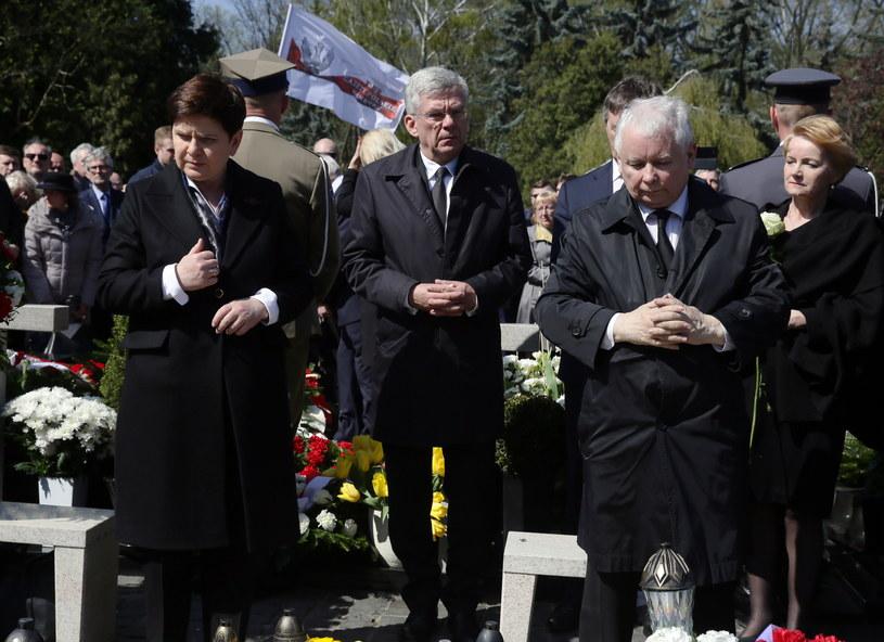 7. rocznica katastrofy smoleńskiej na warszawskich Powązkach /Tomasz Gzell /PAP