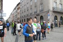 7 tys. zawodników biegnie w Cracovia Maratonie!