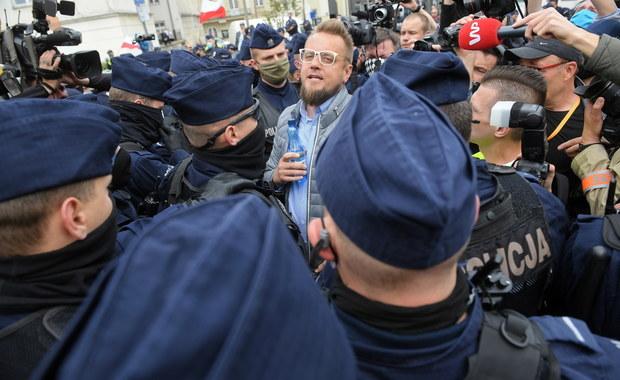 7 zatrzymanych, 260 wniosków o ukaranie. Paweł Tanajno wciąż w policyjnej izbie zatrzymań