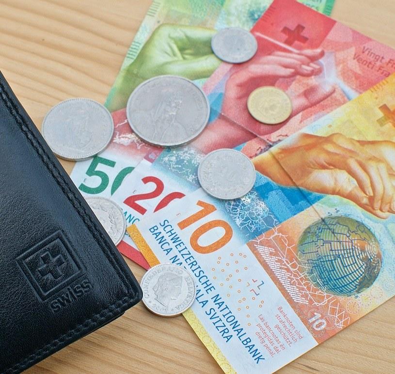 70 procent frankowiczów chce ugody /123RF/PICSEL