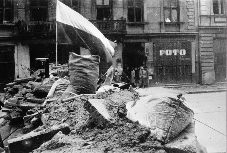 71 lat temu wybuchło Powstanie Warszawskie /CAF /PAP