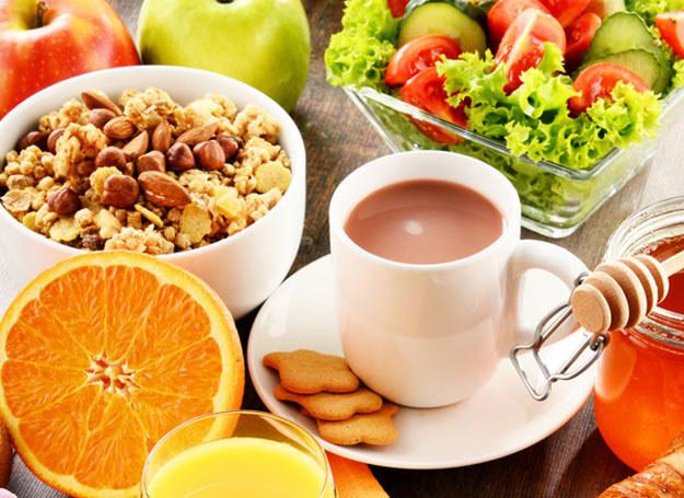 73 proc. matek nie podaje swoim dzieciom minimalnej, zalecanej porcji warzyw i owoców lub soku dziennie /123RF/PICSEL