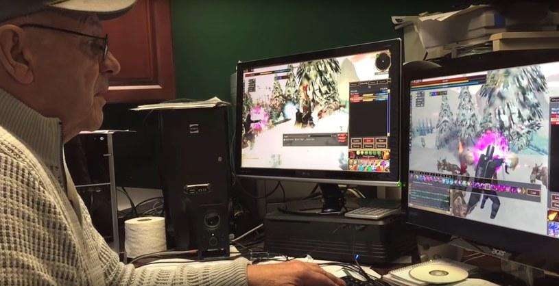 74-letni gracz udowodnił, co znaczy być wiernym fanem. Fragment materiału wideo zamieszczonego w serwisie youtube.com na kanale /We Sleep Talk /materiały źródłowe