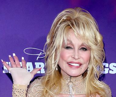 """74-letnia Dolly Parton w rozbieranej sesji w """"Playboyu"""""""