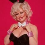"""75-letnia Dolly Parton ponownie na okładce """"Playboya""""! Jak dziś wygląda?"""