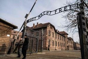 75. rocznica wyzwolenia Auschwitz. Dlaczego alianci nie zdecydowali się na bombardowanie obozu?