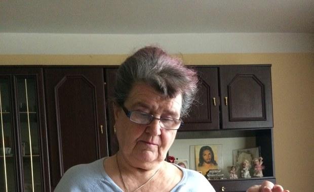 77-latka może trafić pod most, choć płaci czynsz